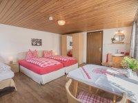 Bergbauern-Pension Dreibett-Zimmer 7