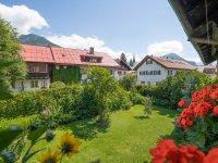 Bergbauern-Pension Ausblick Garten