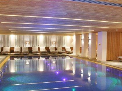 Hotel Allg+ñu Sonne_Innenpool_Abend1.JPG