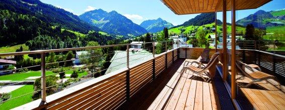 Travel-charme-ifen-ausblick-balkon-sommer