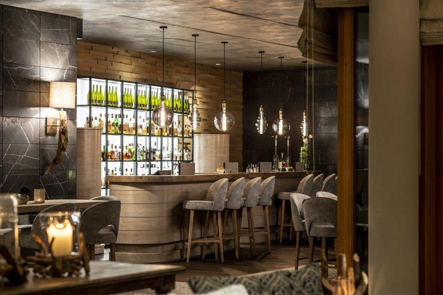 travel-charme-ifen-hotel-hirschegg-social-blog-design-hotelbar