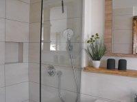 Dusche Bad 2
