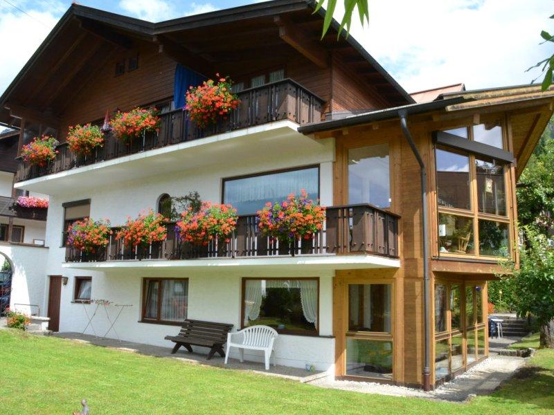Gartenansicht des Alpenhäusl