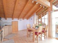 Küche, Essbereich mit Balkon