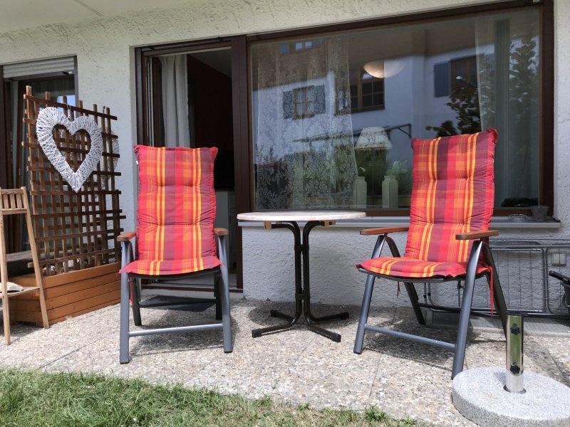 kleine Terrasse mit Sitzecke