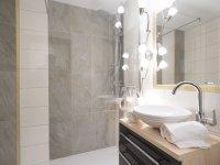 Badezimmer mit Dusche WC Whg 106