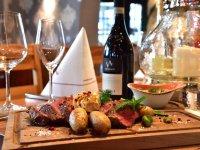 Probieren Sie eines unserer saftigen Steak-Gerichte