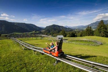 Sommerrodeln mit Bergpanorama