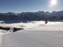 Skifahren über dem Wolkenmeer