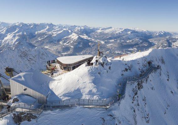 Der Nordwandsteig umrundet die Bergstation
