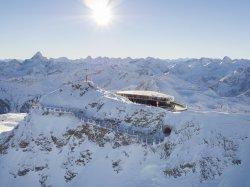 Gipfelstation mit Nordwandsteig