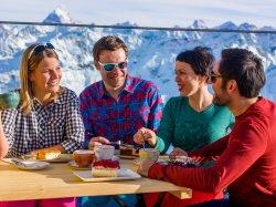 Kaffeetrinken am Nebelhorn Gipfel