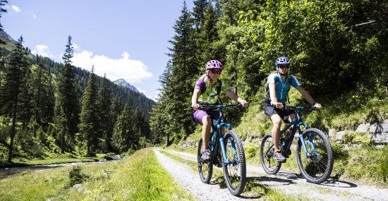 Das Explorer Bike-Trikot ist perfekt für lange Strecken mit dem Mountainbike