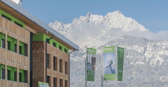 Das Explorer Hotel Kitzbühel mit Blick auf den Wilden Kaiser