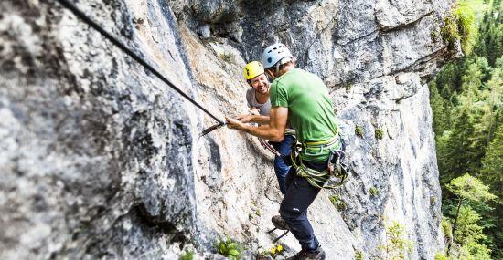 Mit Bergführern im Felshochseilgarten Hexenkessel