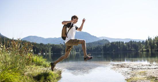 Wage den Sprung in neue Urlaubs-Abenteuer in den Alpen!