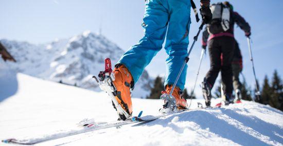 In der Gruppe machen Anfänger schnell Fortschritte bei der Skitour.