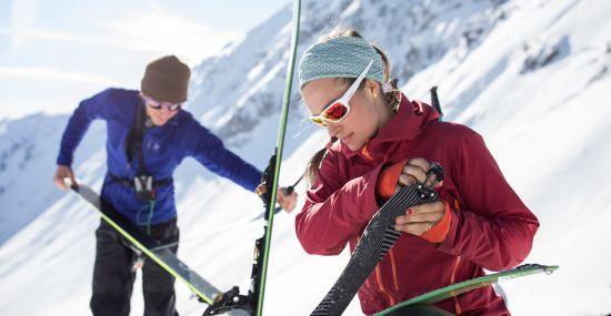 Bereit machen für die Abfahrt nach der Skitour am Kitzbüheler Horn