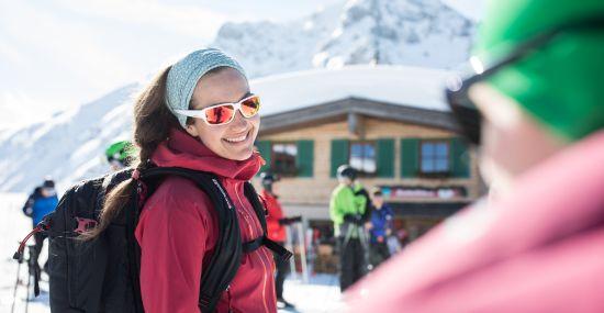 Einkehr auf der Hütte beim Schneeschuhwandern in Tirol