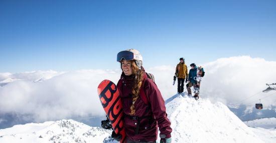 Auf ins nächste Ski-Abenteuer im Urlaub in den Alpen!