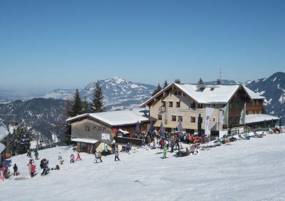 Traumhafte Verhältnisse für Skifahrer und Sonnenanbeter am Berghaus Schönblick