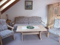 Sofa und Bauernschrank