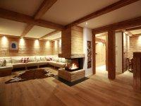 offener Wohn-Essbereich mit 3-seitigem offenen Kamin
