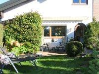 Alpennest mit Terrasse, Laube und Garten
