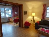 Wohnzimmer mit Zugang zum Wintergarten
