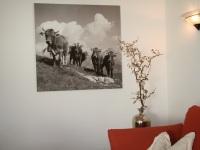 moderne Schwarz-Weiß-Bilder aus der Region runden die Gemütlichkeit ab