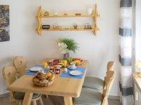 Frühstück mit Zutaten von Bäckerei Gotzler und Feneberg, ganz in der Nähe