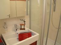 Waschbecken mit Stauraum
