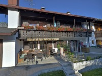 Haus Rünzler mit Bergblick