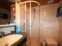 Badezimmer mit neuer Dusche