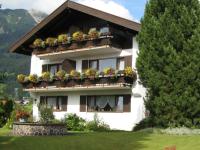 Hotel garni Hubert im Sommer