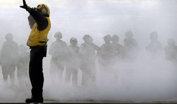 Aircraft-carrier-durch Nebel