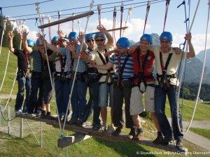 Gruppe-auf-Teamwippe ICO-Skywalk-Hochseilgarten
