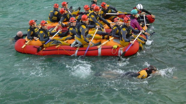 Floßbau als Outdoor-Training oder Teambuilding Event