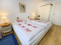 Schlafzimmer 1 seitlich