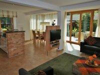 Wohnzimmer, Küche, Essecke, Ausgang Terrasse