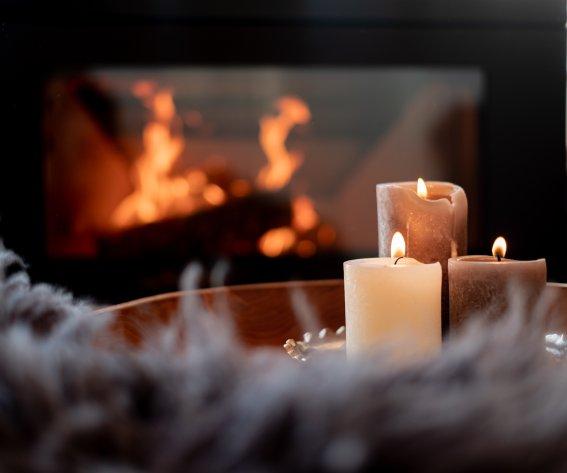 Kerzen am Kaminofen