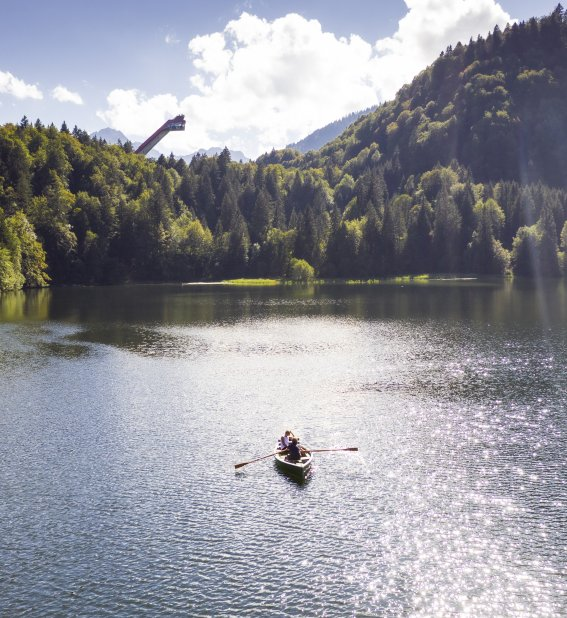 Mit dem Ruderboot unter der Skiflugschanze