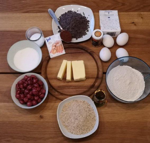 Zutaten für einen Schoko-Nuss-Kirsch-Kuchen