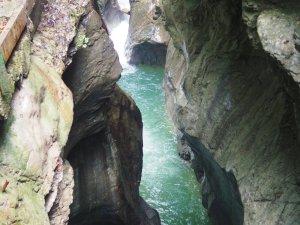 Durch die Felsenschlucht