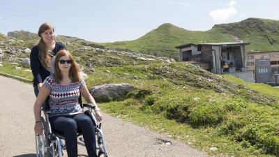 Im Rollstuhl die Bergwelt am Nebelhorn erkunden