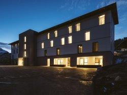 Staff Resort 078