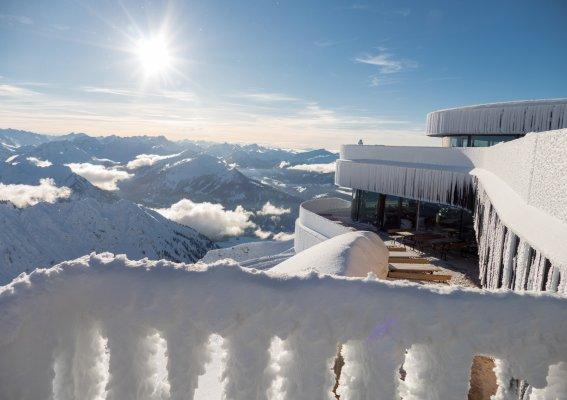 Traumhafter Wintertag am Nebelhorngipfel