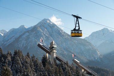 Mit der Nebelhornbahn über der Audi-Arena schweben