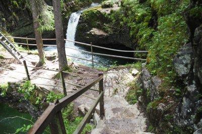 Abstieg zur Naturbrücke