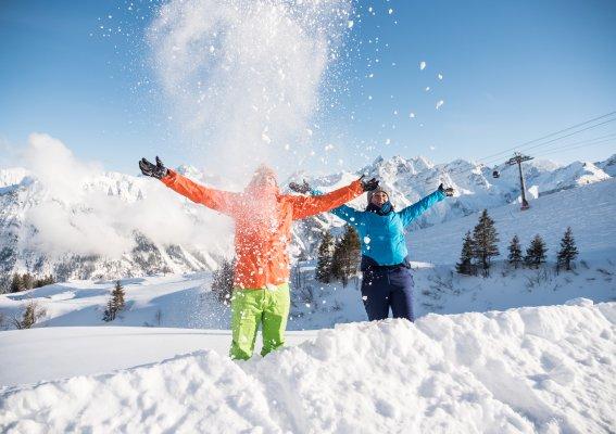 Spaß im Schnee zu zweit